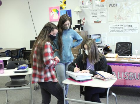 Sophomore Cheyanne Tull and junior Lauren Mercer gather around junior Rosalyn Zoglmann as they discuss prom matters. At this week