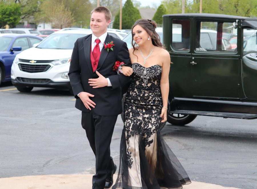 After+arriving+in+his+Model+T+Ford%2C+senior+Jacob+Stuhlsatz+walks+up+to+the+high+school+with+junior+Ally+Lange+for+prom+preview.+Prom+and+After+Prom+took+place+April+17+and+lasted+from+6+p.m.+to+2%3A30+a.m.