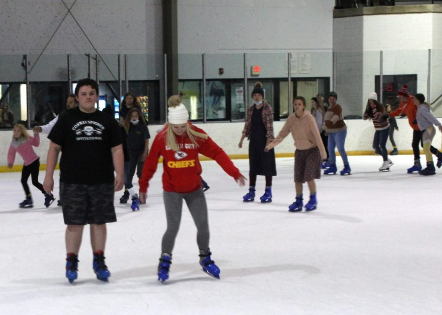 Conway+students+skate+together+on+the+ice.+The+event+was+on+April+10+and+lasted+2+hours.